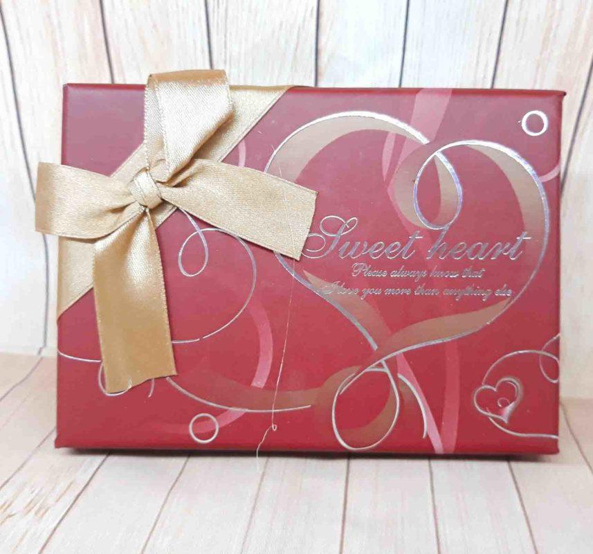 Hộp Chocolate Chữ Nhật Màu Đỏ 6 Ô