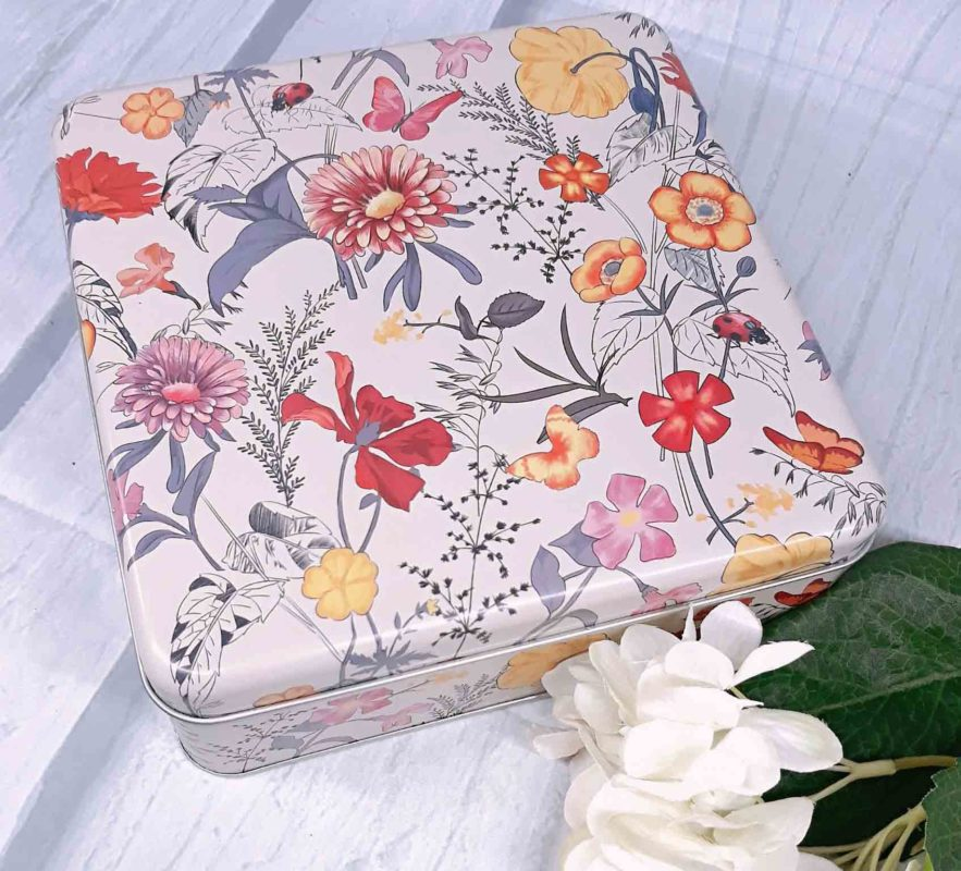 hộp thiếc vuông họa tiết nhiều hoa