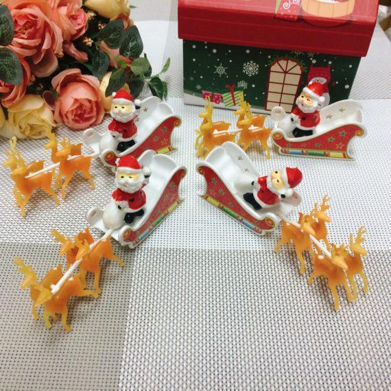 Ông Già Noel Ngồi Ghế Đỏ