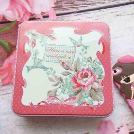hộp thiếc vuông vintage