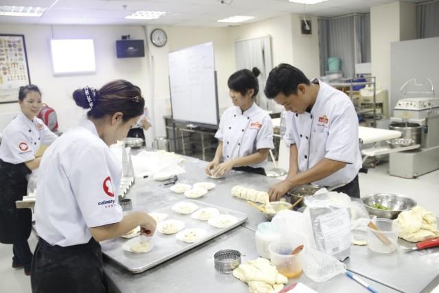 Học Làm Bánh Chuyên Nghiệp tại Trung Tâm Dạy nghề Bánh Nhất Hương