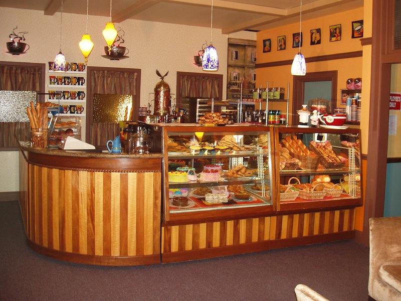 trang bị máy móc cho một tiệm bánh
